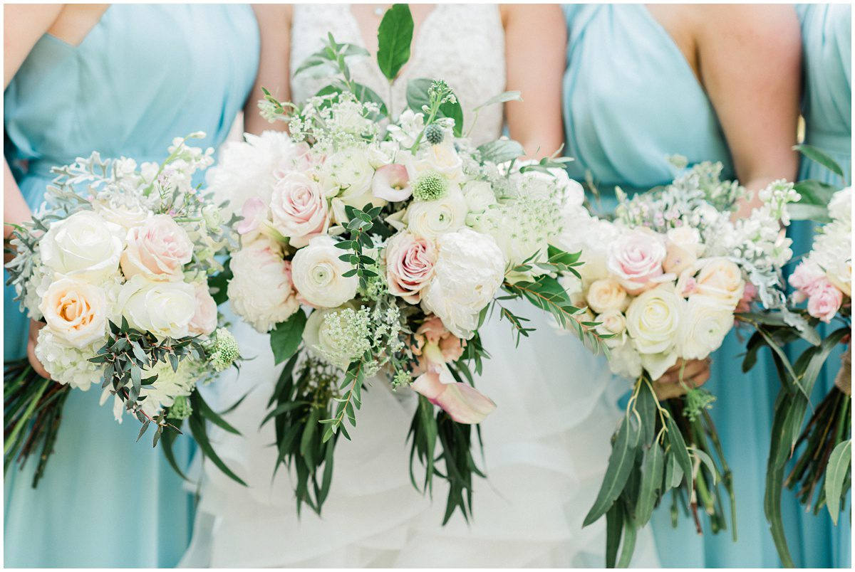 Light blue with blush wedding flower color palette