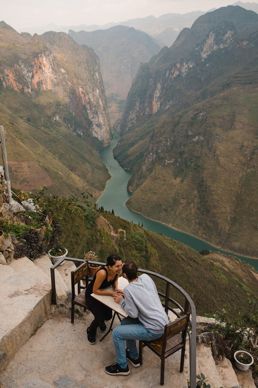 Calgary wedding photographer captures couple kiss with insane view of northern vietnam